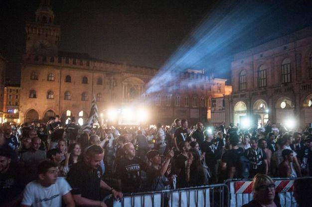 Come ai vecchi tempi. Dopo una cavalcata inarrestabile e un secco 3 a 0 rifilato ai biancorossi di Trieste, il popolo Virtus torna in piazza (foto Schicchi)