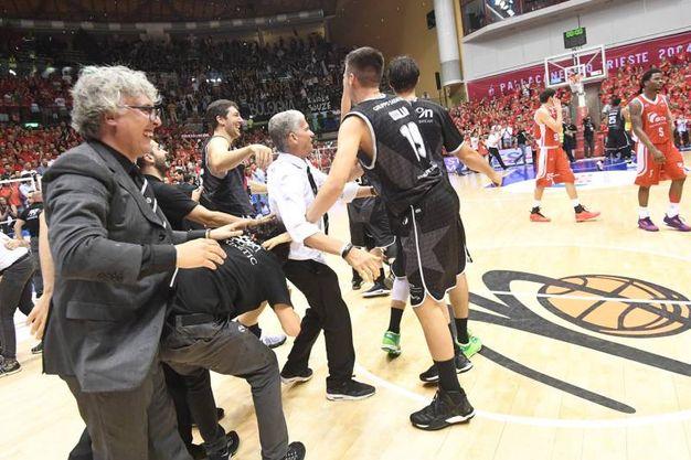 Esultanza a Trieste (Foto Schicchi)