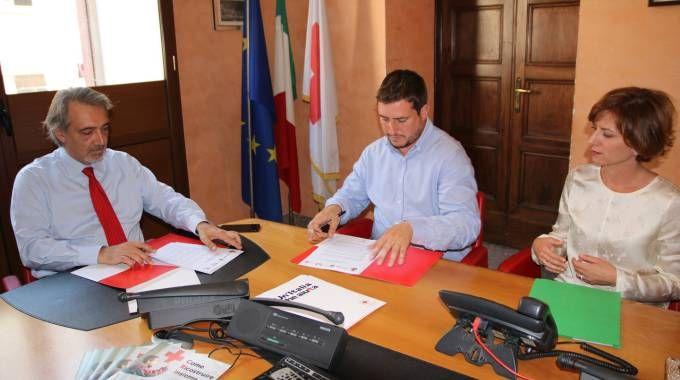 La firma del protocollo d'intesa per il centro polivalente sportivo e ricreativo culturale che verrà realizzato ad Arquata del Tronto