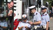 I controlli della Polizia municipale ai bus turistici in lungarno della Zecca