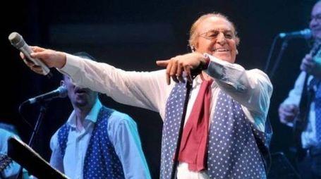 Renzo Arbore si esibirà a Norcia con l'Orchestra italiana la sera del primo luglio. Concerti a ingresso gratuito
