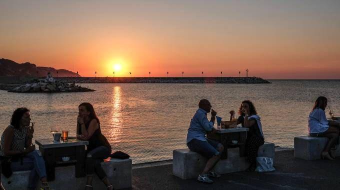 Pesaro la magia del tramonto sul mare cronaca - Bagno i figli del sole cervia ...