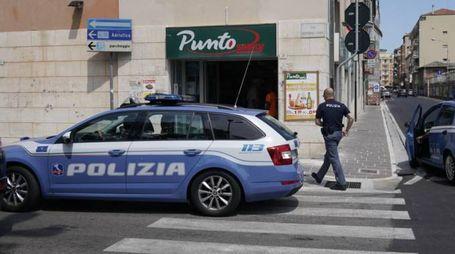 Rapina al supermercato a Porto San Giorgio (foto Zeppilli)
