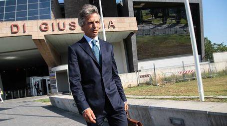 Giuseppe Mussari all'uscita dal Palazzo di giustizia di Firenze (New Press Photo)