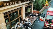 La banca dopo l'incendio