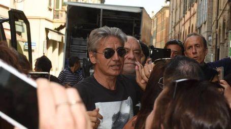 Ligabue arriva a Reggio Emilia per le riprese del suo film 'Made in Italy' (foto Artioli)