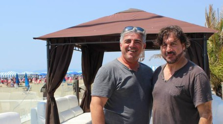 Pierangelo Spadoni (a destra) illustra la nuova stagione del Faruk, gestito per il secondo anno da Massimo Borrelli (a sinistra)