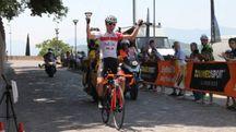 Federico Scotti taglia il traguardo e vince la Straducale 2017 (foto Nigrisoli)