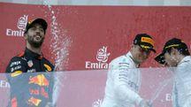 Daniel Ricciardo celebra la vittoria del Gp di Azerbaigian (Ansa)