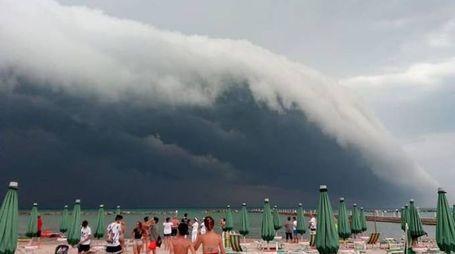 Lo spettacolo delle nuvole a Palombina
