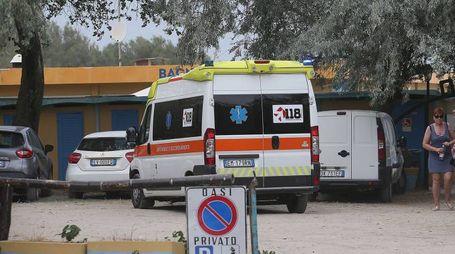 L'ambulanza intervenuta a Lido Adriano