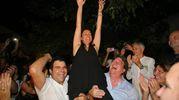 La neo-sindaca Renata Tosi portata in trionfo dai suoi sostenitori  (foto Petrangeli)