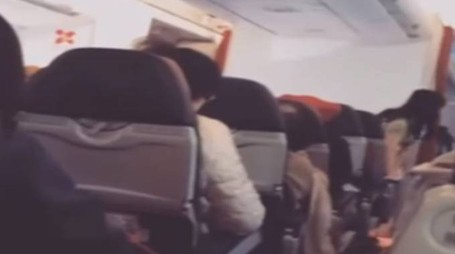 Video a bordo del volo Air Asia: trema tutto (da youtube)