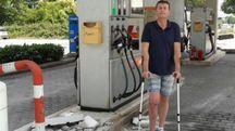 Montecassiano, sradicano la colonnina del distributore con la ruspa e rubano 8mila euro