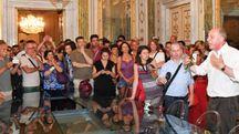 Il sindaco Tambellini parla ai suoi sostenitori