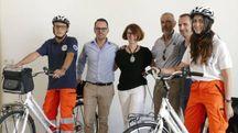 Volontari della Pubblica Assistenza impegnati nei servizi di primo soccorso sulla ciclabile lungo il Bisenzio Foto Attalmi