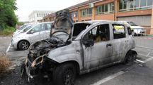 Una delle fiat Panda incendiate nel deposito di via Morandi