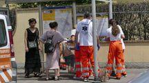I soccorsi al ferito in via Pistoiese (Attalmi)
