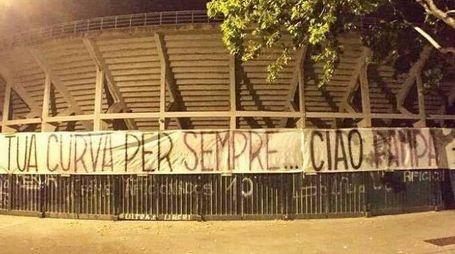 """Lo striscione in onore di """"Pampa"""" (dalla pagina Facebook """"Quando segnerà Casarsa"""")"""