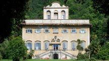 La maestosa facciata della villa Agostini a Corliano.