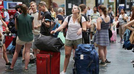 Turisti alla stazione di Santa Maria Novella