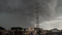Il temporale si avvicina a Prato (foto Attalmi)
