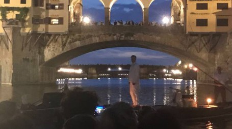 Lo spettacolo sull'Arno