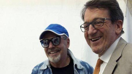 Vasco Rossi e il sindaco di Modena Gian Carlo Muzzarelli (foto Fiocchi)