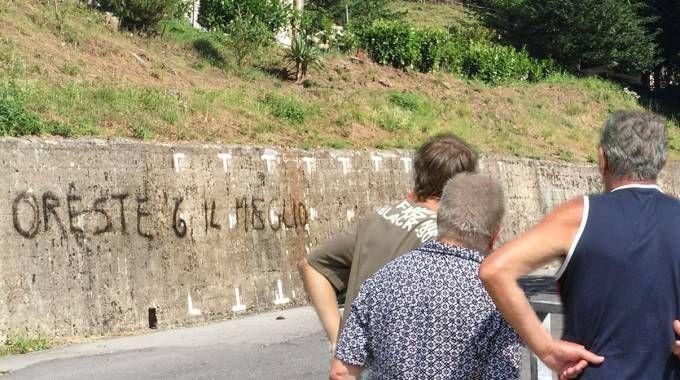La scritta sul muro (Foto Borghesi)
