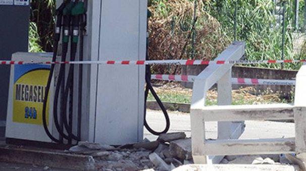I danni al distributore di benzina