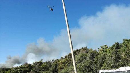 Un momento dell'incendio (Foto Meteo Natura)
