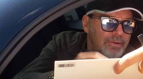 Vasco Rossi a bordo della sua auto (foto Vanoni)