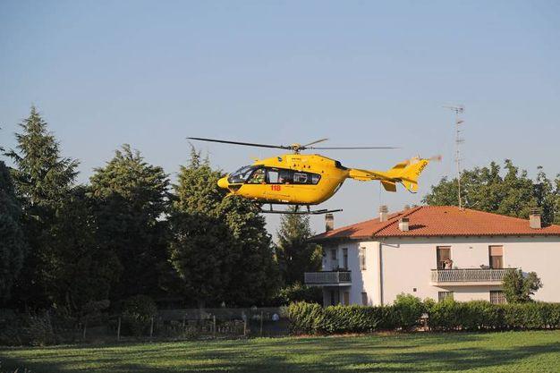 Il centauro è stato portato via in elicottero (Isolapress)