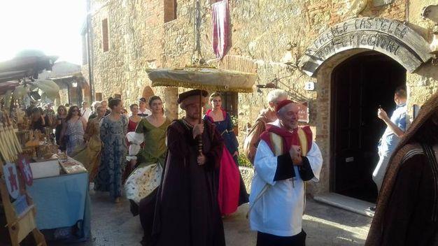 Il corteo medievale durante la festa