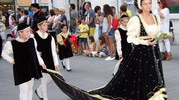 La dama di Porta Tufilla, Katia Sisti. Per lei l'abito nero ed oro con mantello a strascico color avorio (Foto Labolognese)