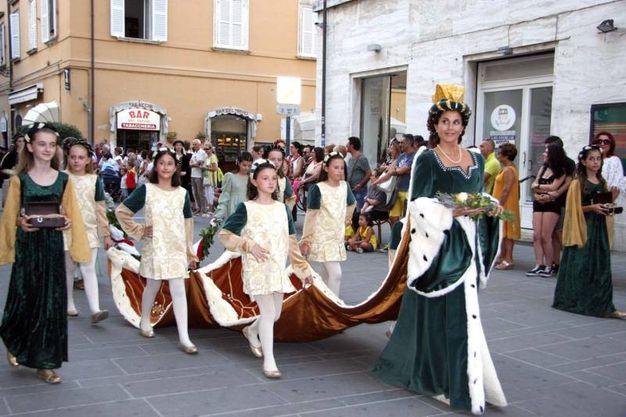 A vestire i panni della più bella del Sestiere della Piazzarola è stata invece Valeria Sirocchi, emozionata nel tradizionale vestito verde e bianco con mantello in velluto marrone (Foto Labolognese)