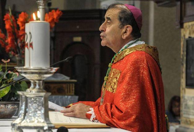 Monsignor Delpini celebra messa (Newpress)
