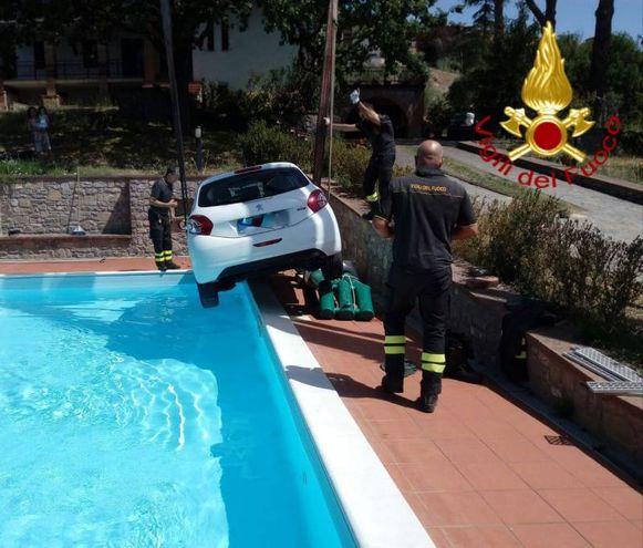 La vettura recuperata i vigili del fuoco