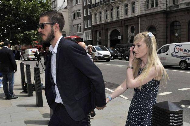 Chris Gard e Connie Yates, genitori di Charlie Gard, in tribunale (Ansa)