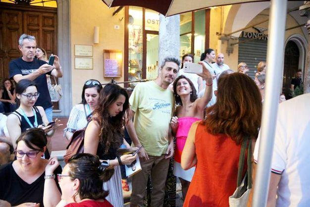 Autografi e selfie con Pif (foto Ravaglia)