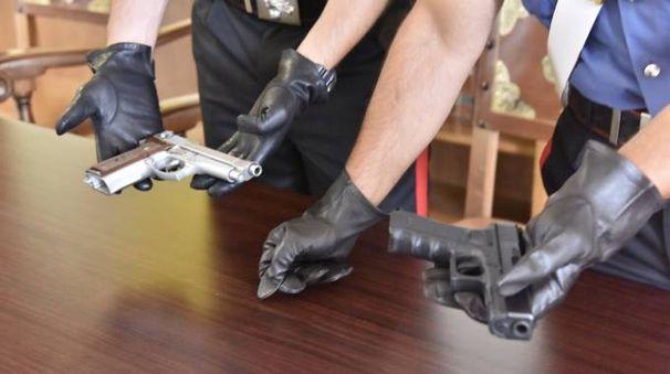Le armi utilizzate dalla banda (foto Novi)