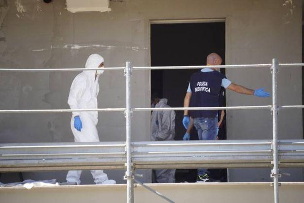Sul posto è intervenuta la polizia, con la squadra della Scientifica (foto Zeppilli)