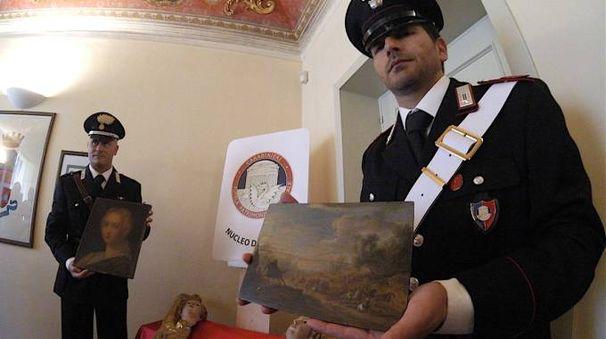 Alcune delle opere recuperate dai carabinieri (foto Antic)
