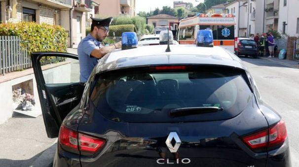 I carabinieri hanno sequestrato quasi mille confezioni di prodotti di marca