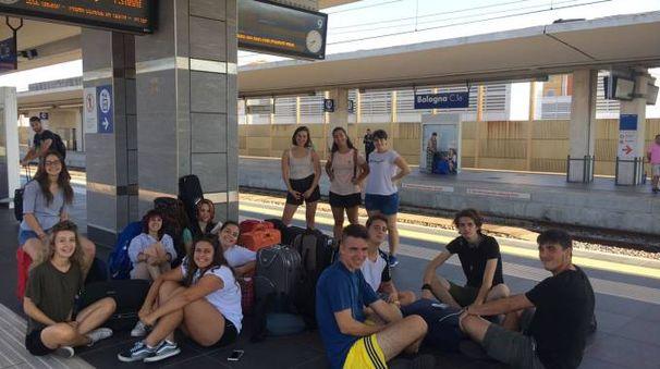 La partenza dei ragazzi dalla stazione