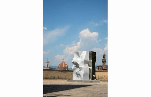 Symbiosis 2016 acciaio lucidato a specchio e marmo Statuario dell'Altissimo