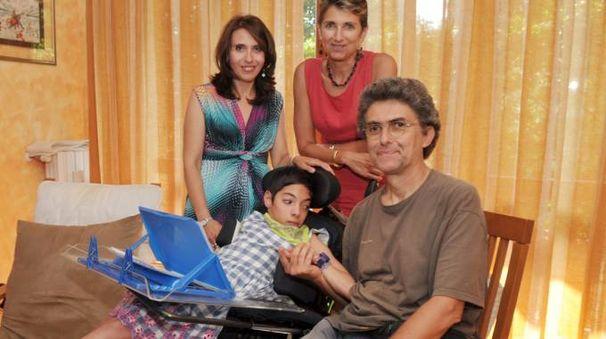 Fabiola con la madre e gli insegnanti