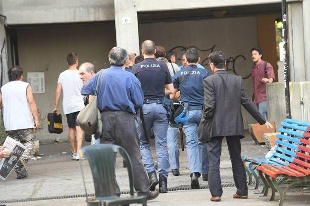 Lo sgombero delle palazzine Acer di via Gandusio (foto Schicchi)