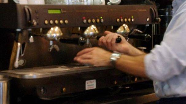 Un barista al lavoro (foto Frascatore)