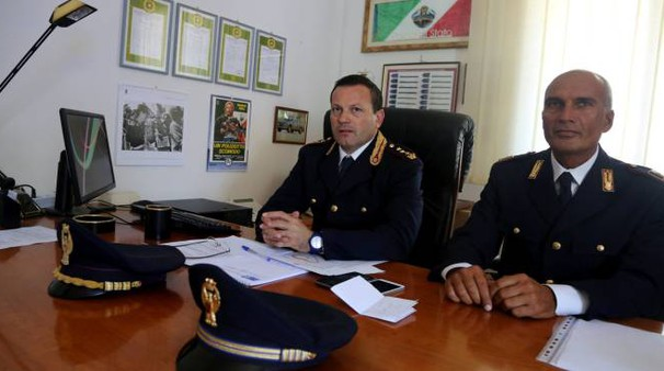 Il primo dirigente Giorgio Di Munno e l'ispettore superiore Paolo Di Masi hanno presentato l'operazione